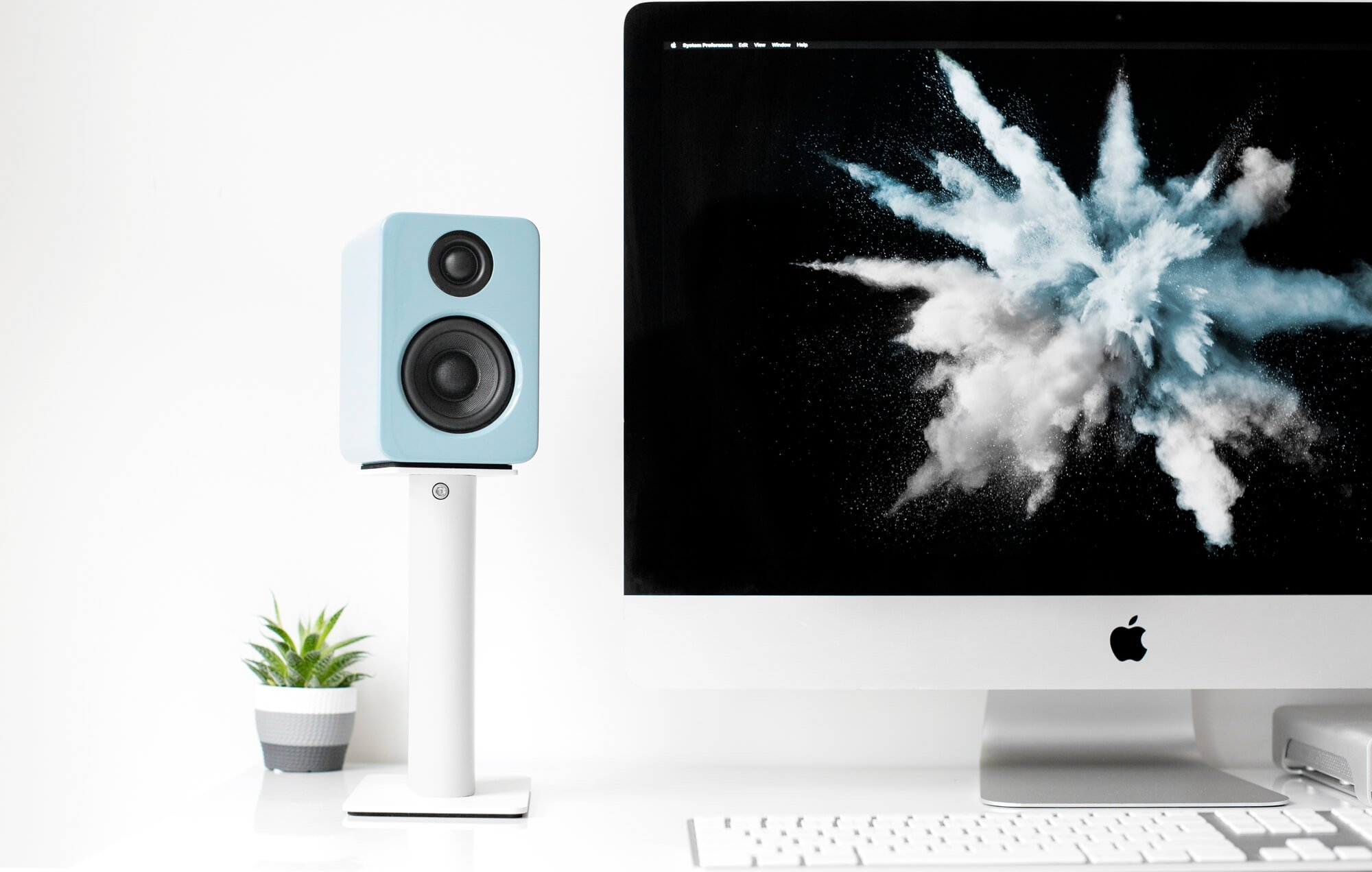 sp9w_speaker_stand_lifestyle-1